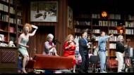 Mit dieser Bagage hat Gianni Schicchi leichtes Spiel: Szene aus Puccinis Einakter am Staatstheater Mainz