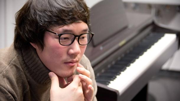 Kihwan Sim - Der koreanische Bassbariton spricht in der Frankfurter Oper mit Florian Balke.