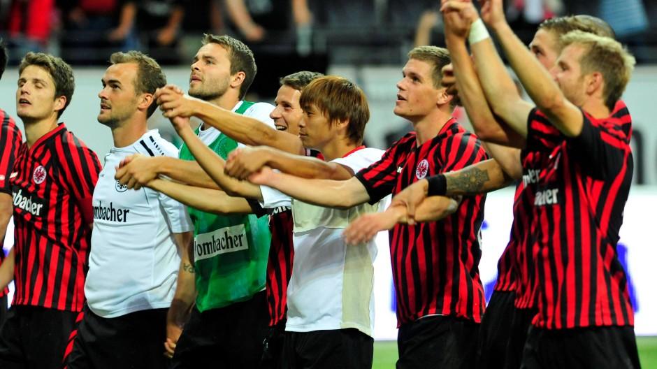 Glückliche Frankfurter: Aufsteiger Eintracht setzt mit dem Auftaktsieg gegen Leverkusen ein erstes Zeichen.