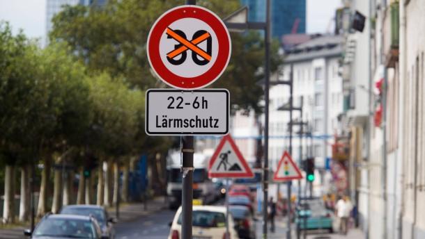 Frankfurt erprobt Tempo 30 bei Nacht