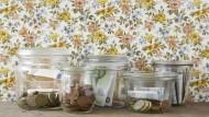 Bringt auch nicht weniger als das Einzahlen aufs Sparbuch: die Geldanlage zu Hause