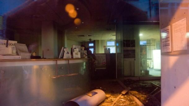 Zwei Brandanschläge auf Bankfilialen