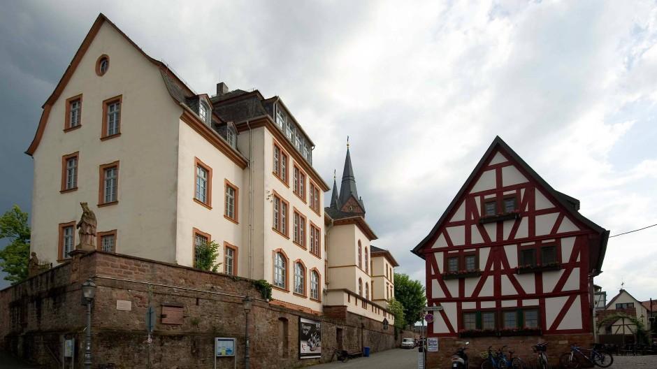 Leerstand: Über die Zukunft der früheren Hans-Memling-Schule in Seligenstadt sollen nun die Bürger befinden, weil die Stadtpolitiker nicht weiter wissen