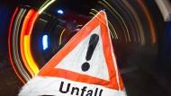 In der Nacht erlitt einen Fahrer aus den Niederlanden einen Herzinfarkt, während er seinen Lkw steuerte. Daraufhin verunglückte der Mann auf der A3 bei Limburg.