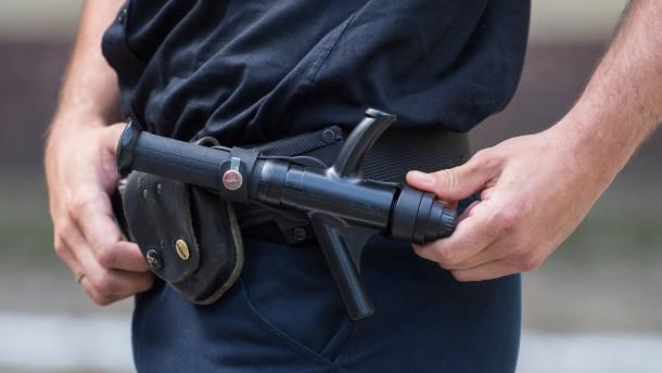 Polizei stoppt bewaffneten Autofahrer ohne Führerschein