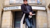 Andreas Gundermann, Künstler und Chef des Hänge-Teams der Schirn Kunsthalle, vor der Schirn Kunsthalle