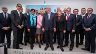 Glimpflicher Ausgang nach Wahl-Debakel: soweit ihre Ressorts nicht an die Grünen gegangen sind, durften alle CDU-Kabinettsmitglieder ihre Posten behalten.