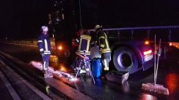 Lastwagen verliert Kraftstoff auf der A5: Viele Kilometer Stau