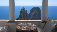 Mit Ausblick: Blick auf die Faraglioni aus der Villa Monacone