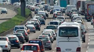 32.000 Stunden Stau auf hessischen Autobahnen