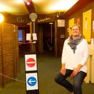 Kinobetreiberin Anja Wetz im Eingangsbereich des Lichtspielhauses.