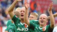 Der FC Augsburg freut sich über den dritten Sieg in Serie - das gab es noch nie