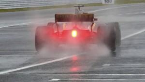 Ein Unfall, viel Regen und Vettels Bestzeit