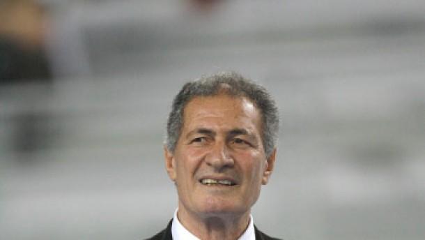 Präsident Moustafa erhöht sich sein Gehalt