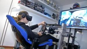 Rennfahrerin trainiert virtuell