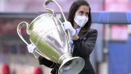 Der Weg zum Champions-League-Pokal ist in diesem Jahr nicht so weit wie sonst.