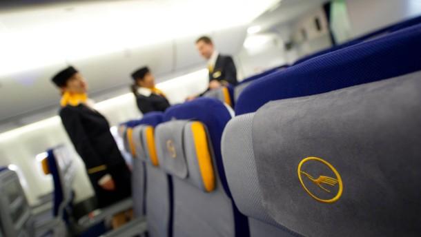 Flugbegleiter bekommen 4,6 Prozent mehr Gehalt
