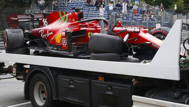 Leclerc und ein bizarres Bild im kaputten Ferrari