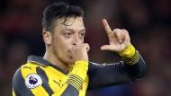 Özil schießt Arsenal zum Sieg