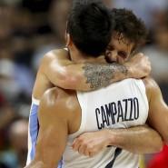 Freude über einen Überraschungserfolg: die argentinischen Basketball-Profis Facundo Campazzo (vorne) und Nicolas Laprovittola