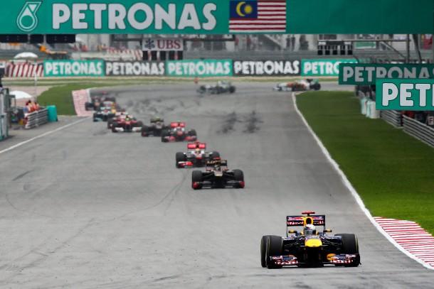Im Fokus: Weltmeister Vettel zeigt auch in Sepang seine Klasse - die Konkurrenz bleibt zunächst unscharf