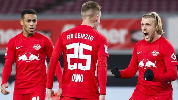 Leipzig schießt sich auf Platz eins