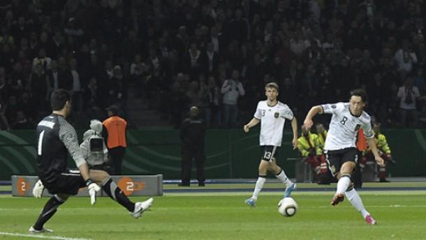 Mesut Özil besteht seine große Bewährungsprobe
