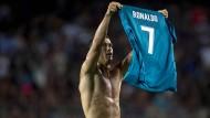 Wie einst Messi in Madrid: Ronaldo zieht blank und zeigt, wer hier der Torschütze ist.