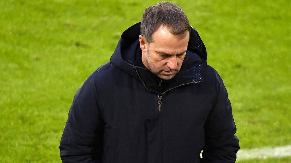 Gewonnen, aber alles andere als souverän: Bayern-Trainer Hansi Flick schien nicht vollauf zufrieden.