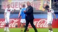 """Horst Hrubesch nimmt seine Mannschaft in Schutz: """"vom Kopf her nicht so geregelt gekriegt"""""""