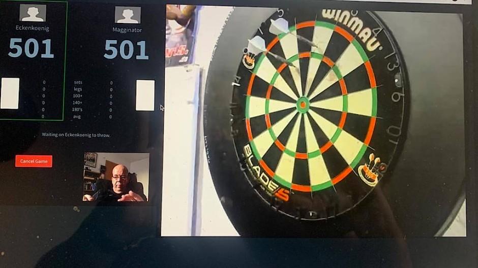 Scheibe im Bild, Zählung via Statistik-Tool: Webcam-Darts bringt Fernduelle ins eigene Heim.