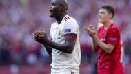 Klatschen für Eriksen: alle Spieler wie Romelu Lukaku und die Zuschauer in einem emotionalen Moment
