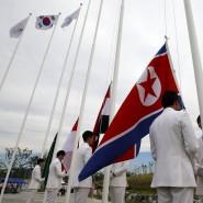 Und es wird doch eine Fahne gehisst: Vorbereitungen für eine Willkomensfeier am Flag Plaza