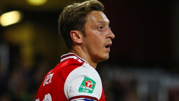 Was ist nur mit Mesut Özil los?