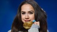 Die erst 15 Jahre alte Alina Sagitowa holte in Pyeongchang Gold im Eiskunstlauf.
