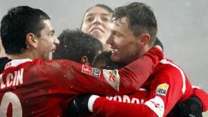 Köln kann doch noch treffen - nur Podolski nicht