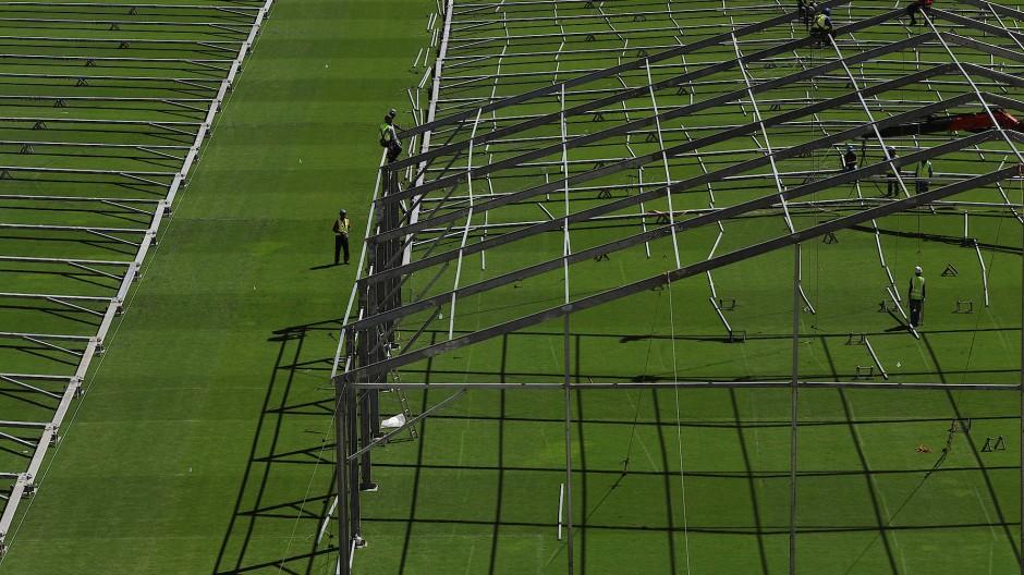 Rasenplatz als Feldlazarett: Pacaembu-Stadion in Sao Paulo.