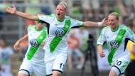 Tabellenführung verteidigt: So wild wie beim Siegtor im Meisterschaftsfinale (Bild) aus dem Vorjahr jubelte die Wolfsburgerin Alex Popp aber nicht