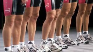 Sieben Sportliche Leiter und ein Pflegefall