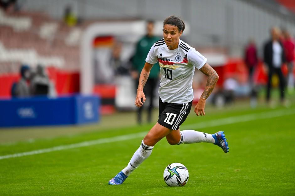 Dzsenifer Marozsan ist wieder am Ball für die deutsche Nationalmannschaft.