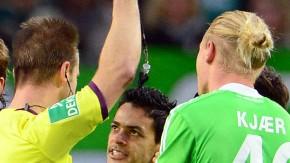 Bitte nicht: Schiedsrichter Gagelmann schickt Josue dennoch vom Platz