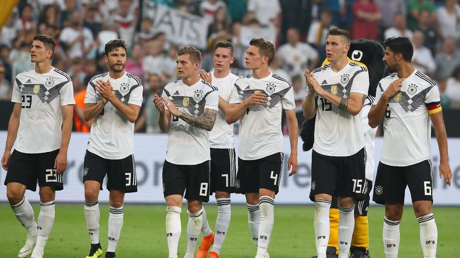 Grüße nach Spanien: Der DFB denkt an die Rivalen.