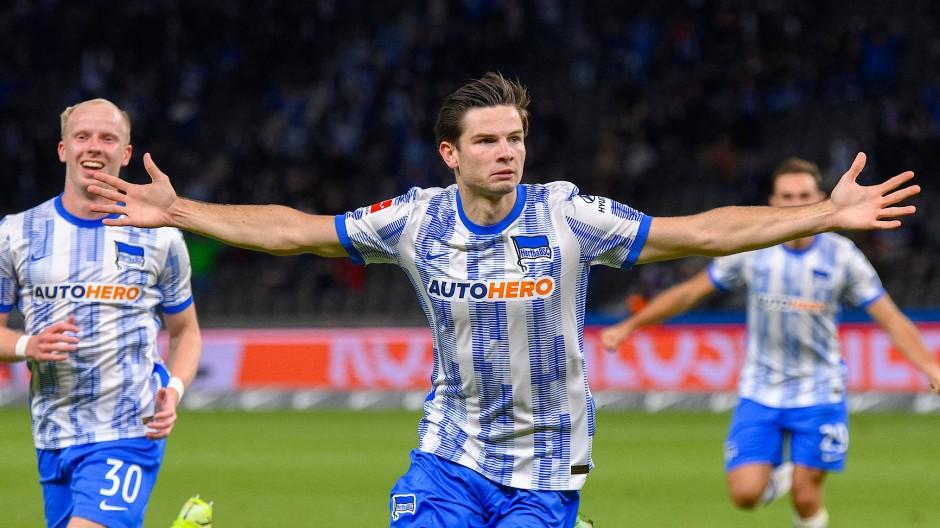 Die Geschichte des Abends: Debütant Jurgen Ekkelenkamp trifft in seinem ersten Bundesligaspiel für die Hertha.