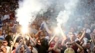 Nicht nur Krawall, sondern auch Pyrotechnik und Beleidigungen gab es am Samstag beim Spiel England gegen Russland.