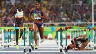 Sturzgefahr: Die Leichtathletik ist wie die Hürdensprinterin Nikkita Holder (am Boden) ins Trudeln geraten