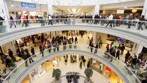 Volle Kaufhäuser in Deutschland: Die Konsumlaune ist trotz eines leichten Dämpfers intakt
