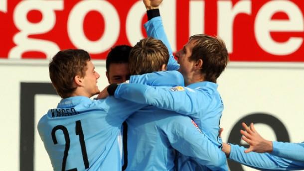 Augsburg bleibt dran - 1860 gewinnt in Fürth