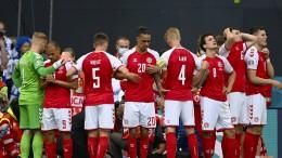Dänischer Fußballspieler kollabiert