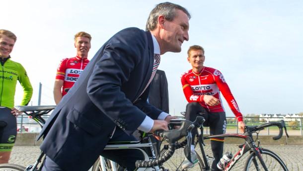 Düsseldorf steigt mit rechts aufs Rad