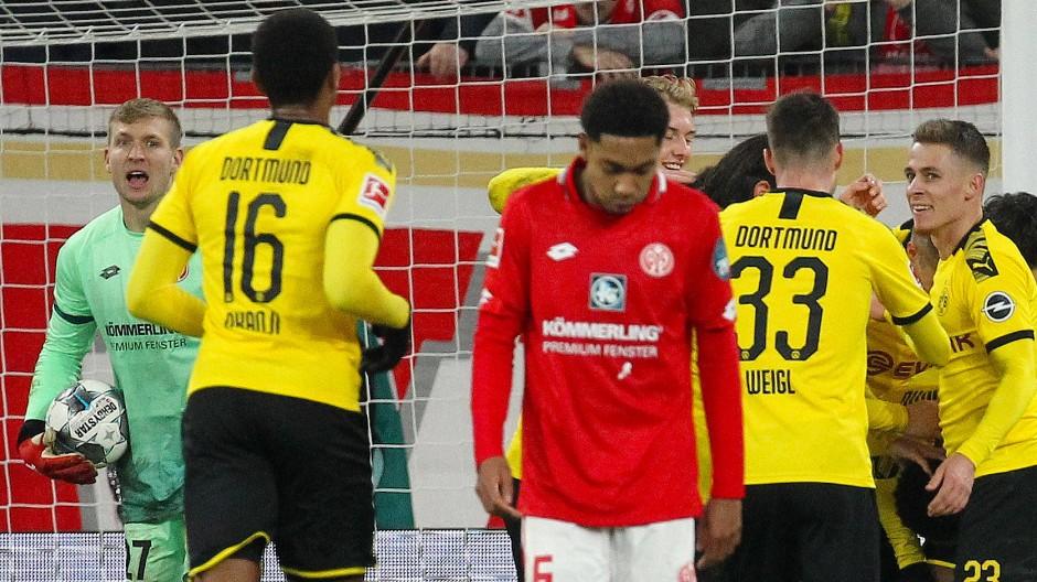 Mainz 05 Wankt Gegen Bvb Wie Ein Angeschlagener Boxer
